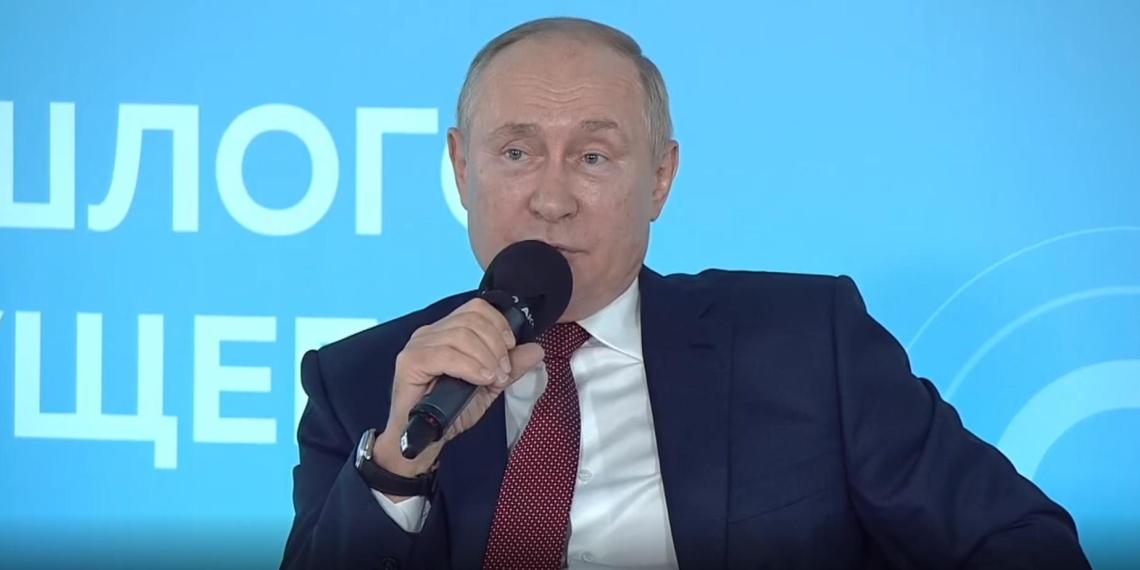 """В рамках марафона общества """"Знание"""" Путин рассказал историю о спасении своего отца"""