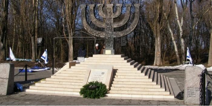 В Киеве неизвестные сожгли израильский флаг в Бабьем Яру