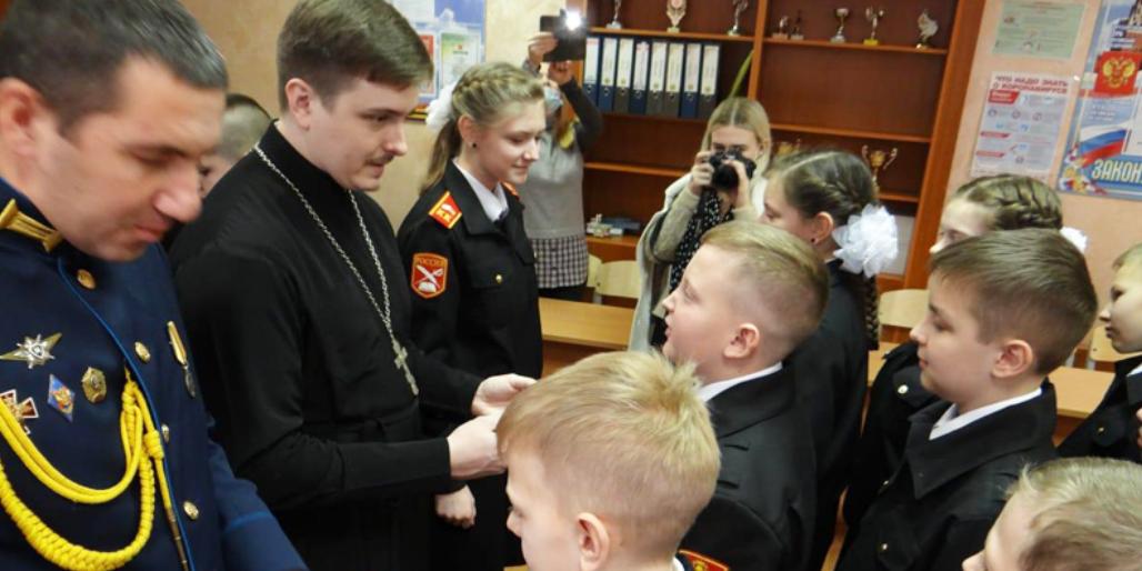 Российских школьников с сентября ждет патриотическое воспитание