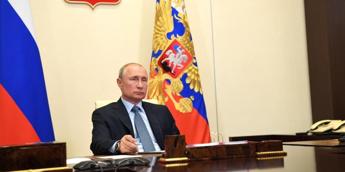 Доплаты медикам за работу с коронавирусом будут учтены для расчета их отпускных - Путин