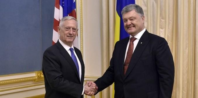 Порошенко обсудил с главой Пентагона ввод миротворцев ООН в Донбасс