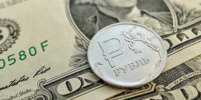 Российских хакеров обвинили в обвале курса рубля