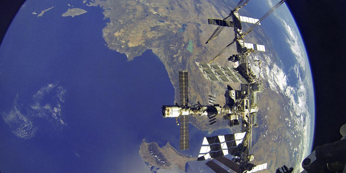Рогозин предположил утечку воздуха с МКС через американские приборы