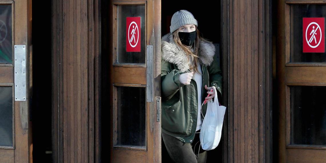 Названы документы, которые москвичам придется носить с собой на время карантина