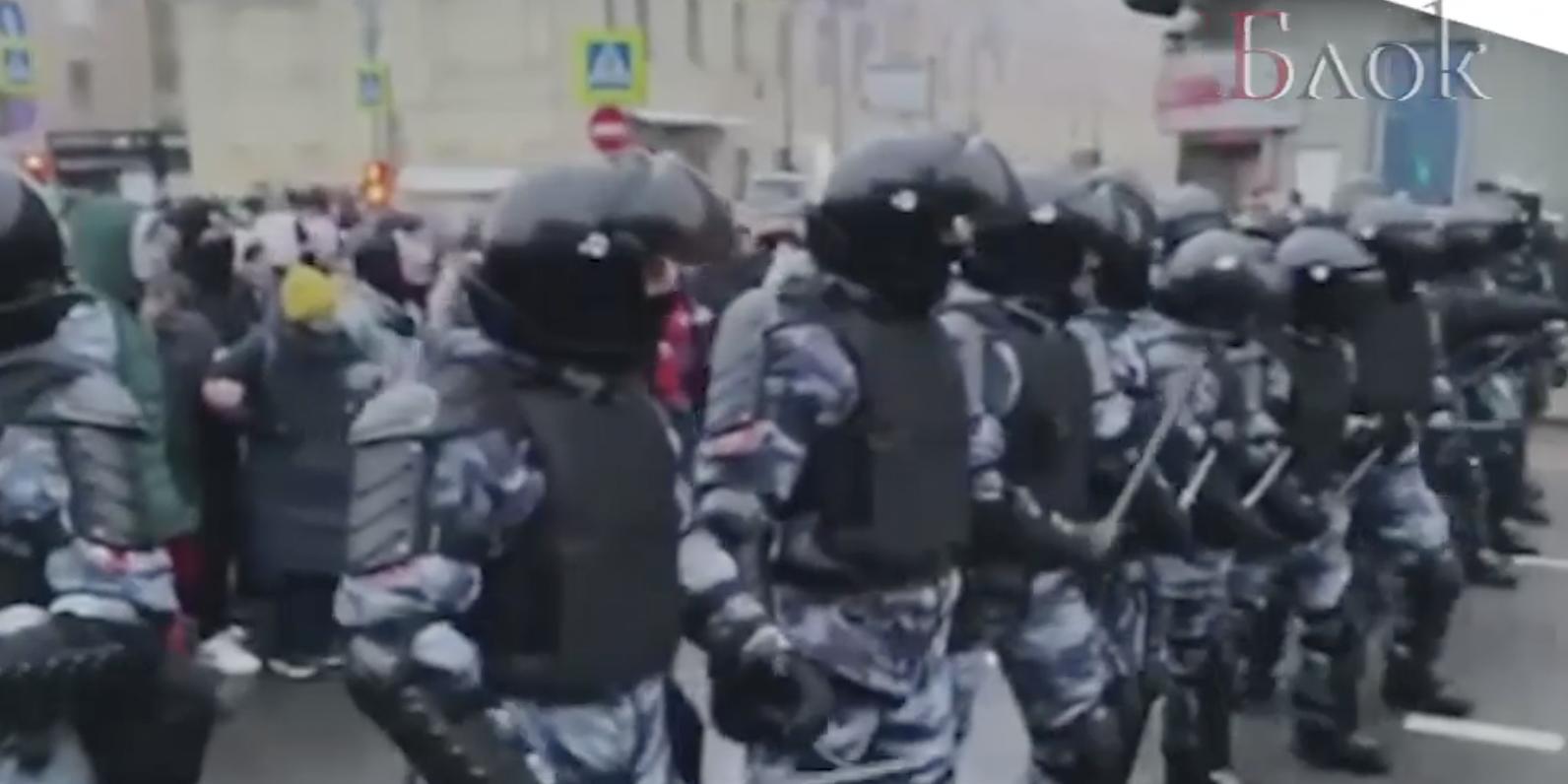 """""""Бес попутал"""": опубликовано видео с извинениями сторонников Навального за нападения и оскорбления в адрес полицейских"""