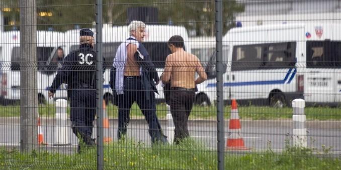 Недовольные сокращениями работники Air France раздели топ-менеджера компании