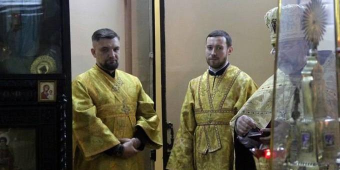 Бастюшка: Рэпер Баста отслужил первую литургию в храме