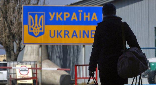 """New York Times: если Россия - """"захватчик"""", почему украинцы бегут именно туда?"""