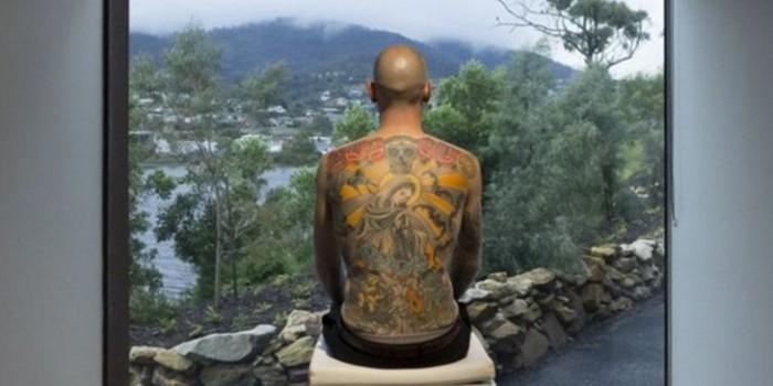 Швейцарец продал татуированную кожу своей спины коллекционеру искусства