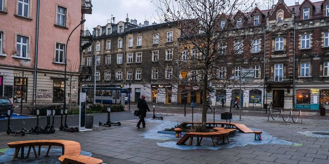 Польша на фоне критического роста новых случаев COVID объявила национальный локдаун