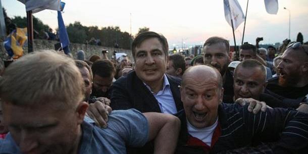 """""""Вспоминал 2014-й"""": Аваков назвал унизительным прорыв Саакашвили"""