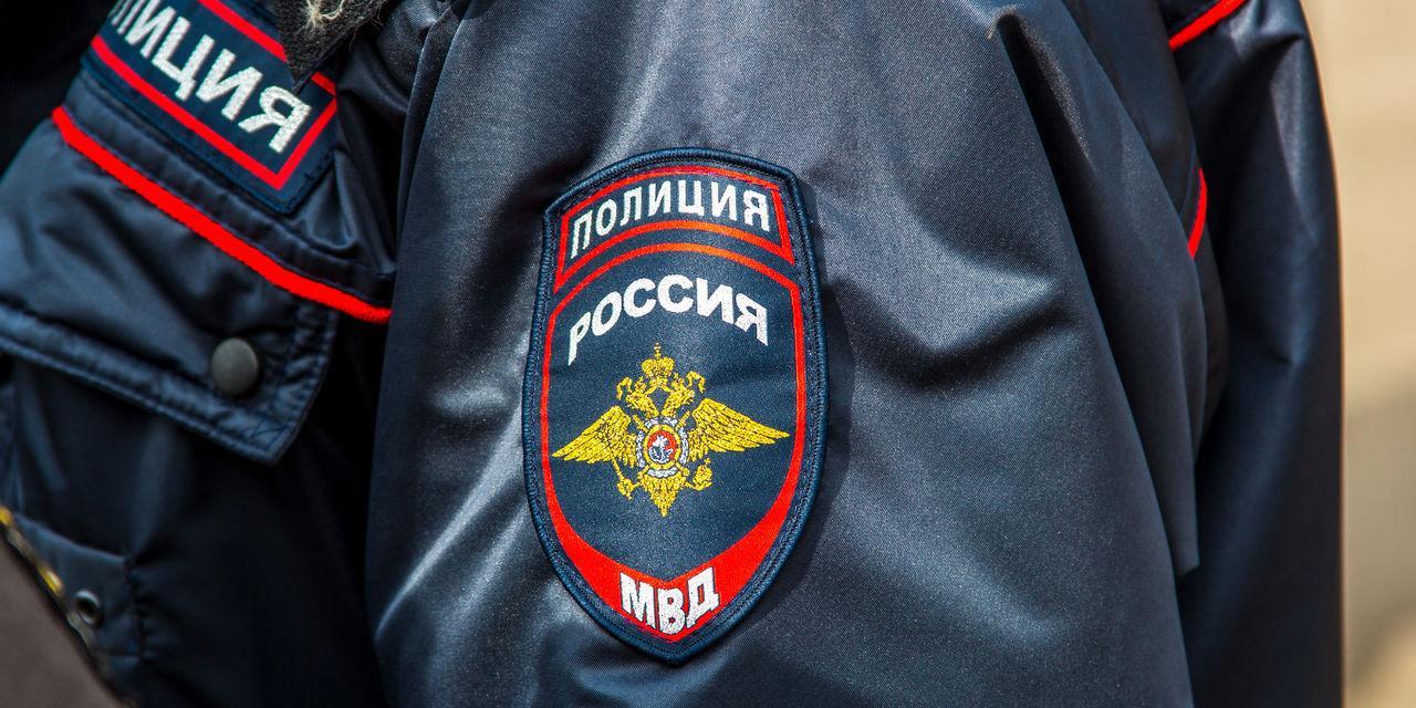 В Подмосковье пьяный полицейский избил таксиста и украл его выручку