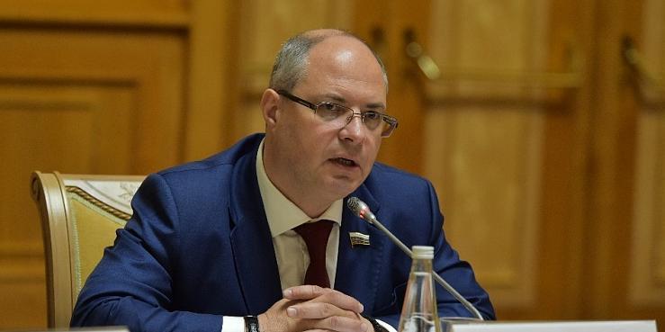 В Госдуме выступили против сокращения расходов на президентские гранты