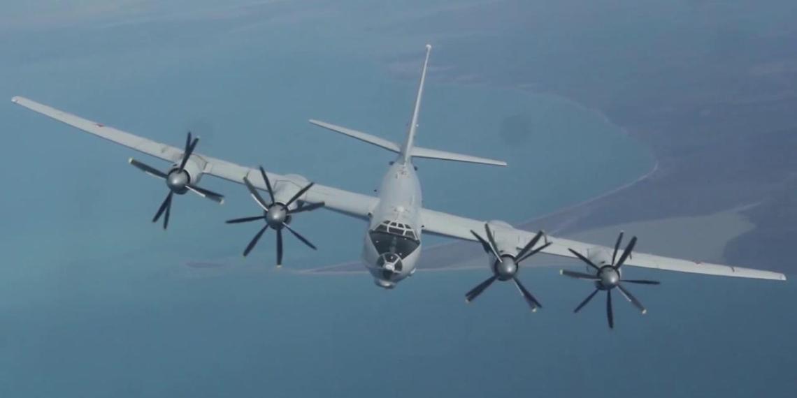 Российские Ту-142 заметили в зоне ПВО Аляски
