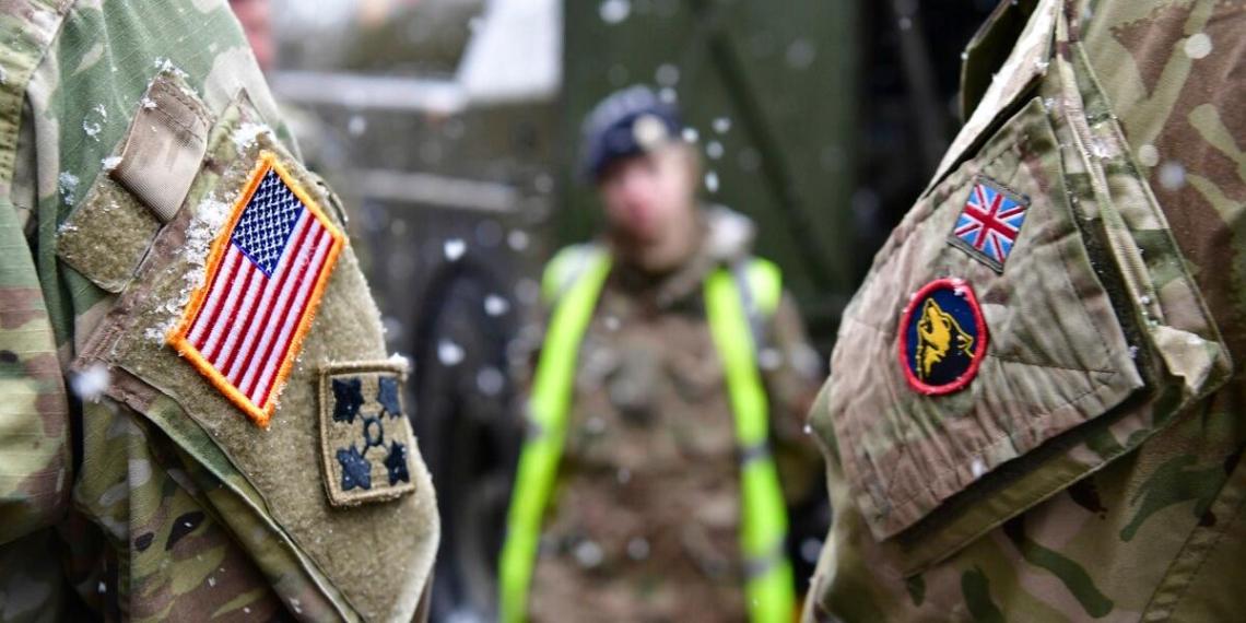 Шойгу заявил о переброске многотысячного военного контингента США и НАТО к границам России