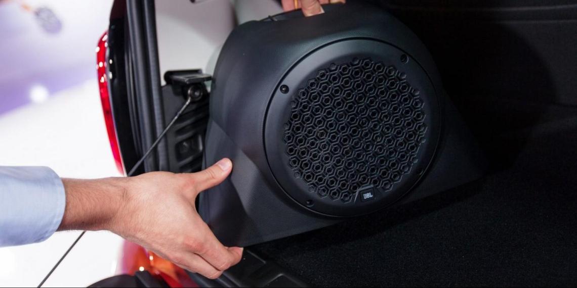 Водителей предупредили о штрафах за замену аудиосистемы в автомобилях