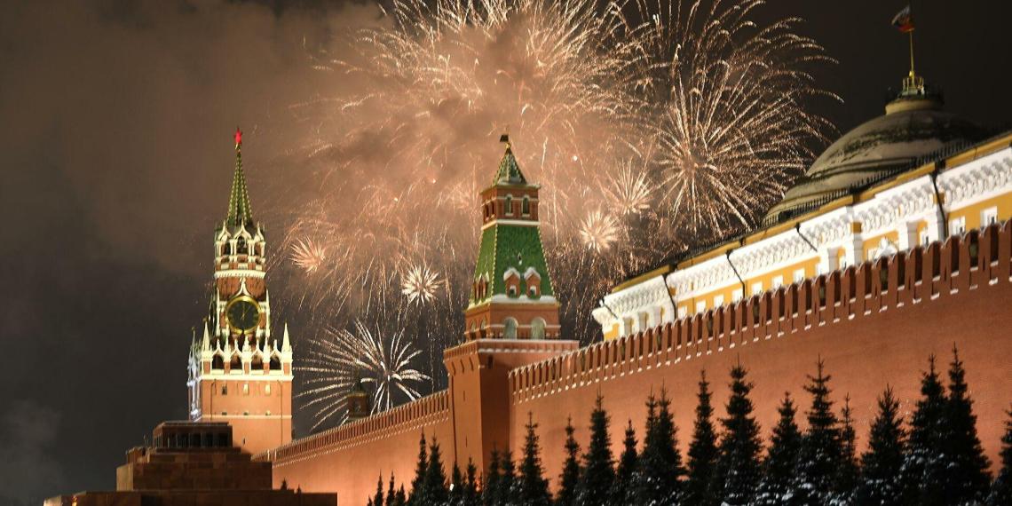 Инициатива ЕР сделать 31 декабря выходным по всей России нашла одобрение Владимира Путина
