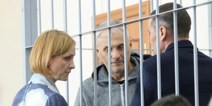 """Бывшего сахалинского губернатора Хорошавина увезли из суда на """"скорой"""""""