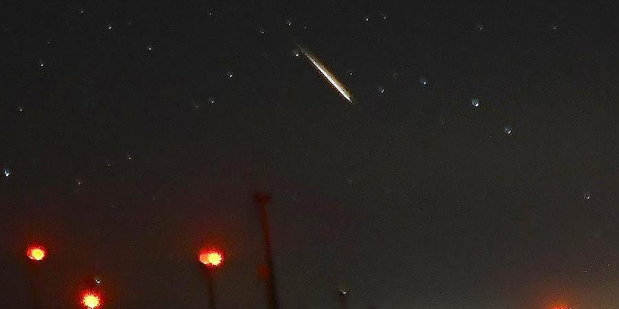 Жители Китая сняли на видео падение метеорита