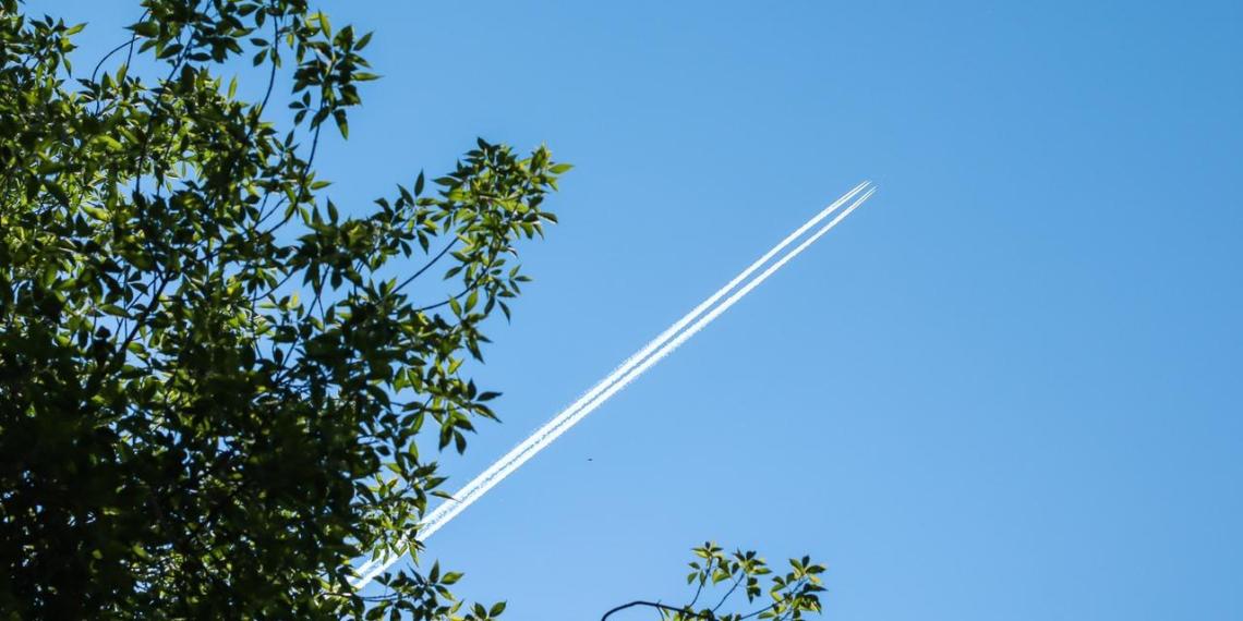 Названо самое вероятное место заражения COVID-19 на борту самолета