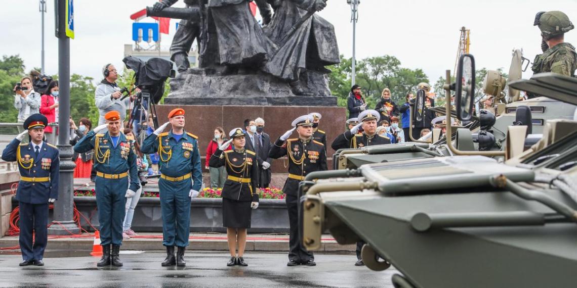 Во Владивостоке завершился парад в честь 75-летия Победы в ВОВ