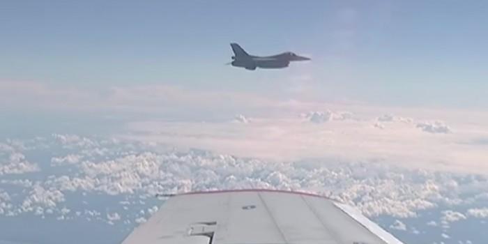 Появилось видео сближения натовского истребителя с самолетом Шойгу