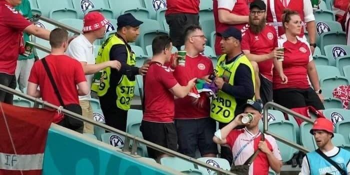 На стадионе в Баку у болельщиков сборной Дании отобрали радужный флаг