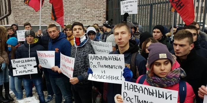 """Активисты """"Антимайдана"""" напомнили о преступлениях Навального, раздав карандаши Кировлеса"""