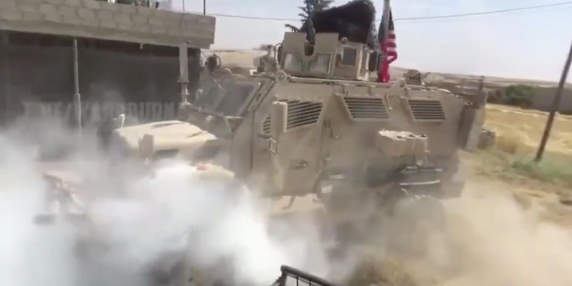 Бронеавтомобиль США попытался преградить путь российскому патрулю в Сирии, но заглох