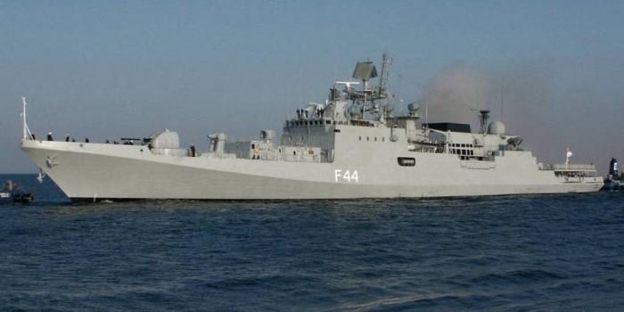 Новейший сторожевой корабль ВМФ РФ выпустил ракеты на Балтике