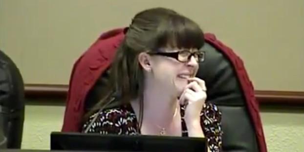 Мэр техасского города сорвал совещание, не выключив микрофон в туалете