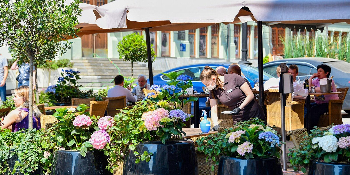 Ограничения на работу кафе и клубов в Москве вводятся для снижения заболеваемости среди молодежи