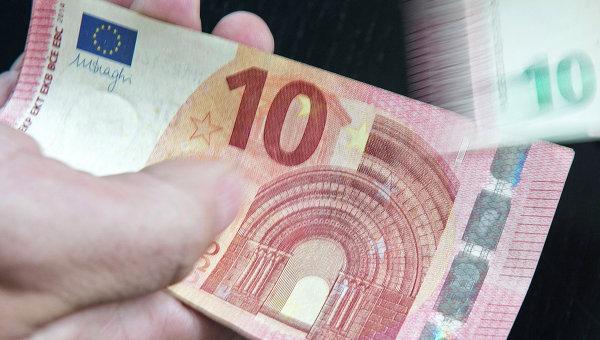 Евро упал ниже 92 рублей, доллар до 73,5