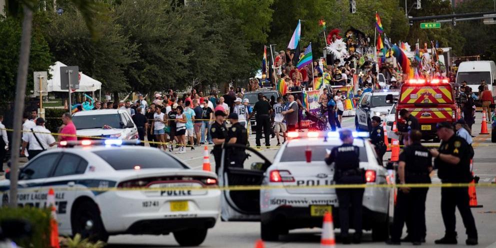 В США грузовик протаранил гей-парад