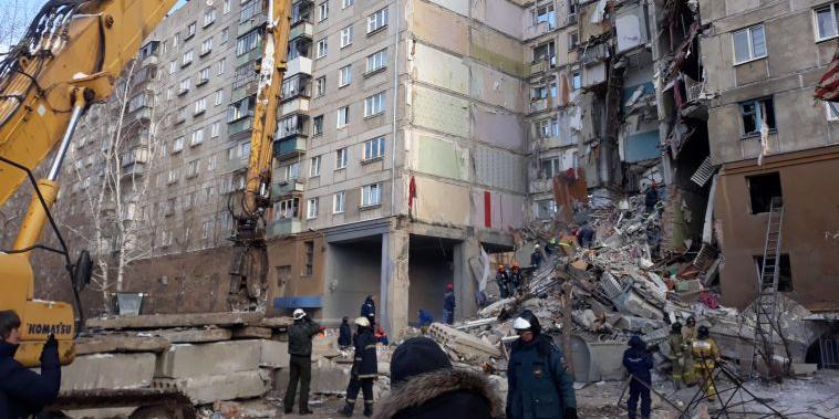 Минздрав объяснил, почему выжившего под завалами младенца перевезли в Москву самолетом Грефа