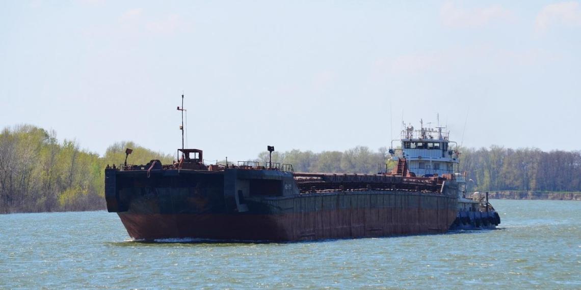 В Керченском проливе затонула баржа с 3300 тоннами зерна