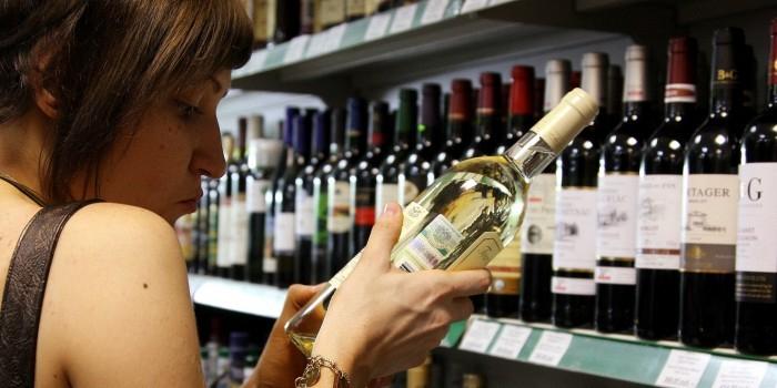 Правительство разрешит продажу алкоголя по водительским правам