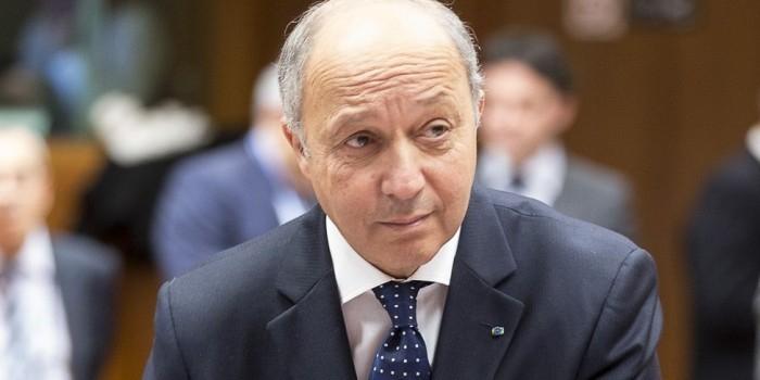 Глава МИД Франции уволился из-за проигравшегося в казино сына