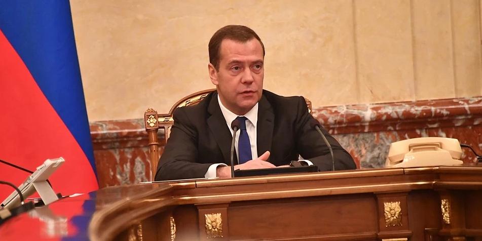 Медведев обеспокоился случаями чумы у границ России