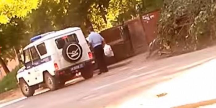 В Туле полковник полиции ездил на служебном УАЗе выбрасывать мусор из квартиры (ВИДЕО)