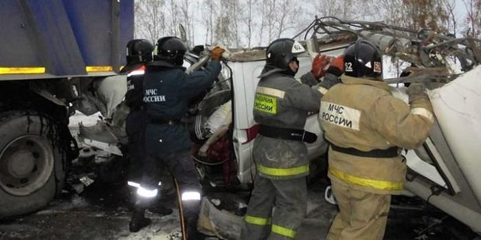 Под Ханты-Мансийском в крупном ДТП погибли девять детей