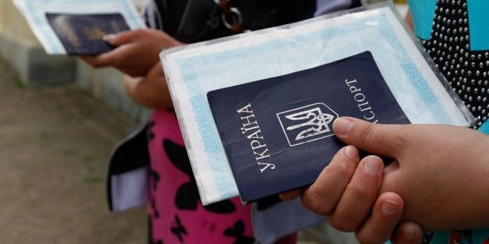 ФМС: не менее 900 тысяч украинцев желают остаться в России
