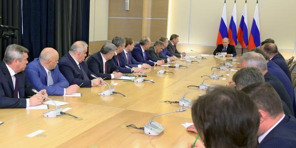 """""""Иначе не нужно было избираться"""": Путин призвал губернаторов работать честно"""
