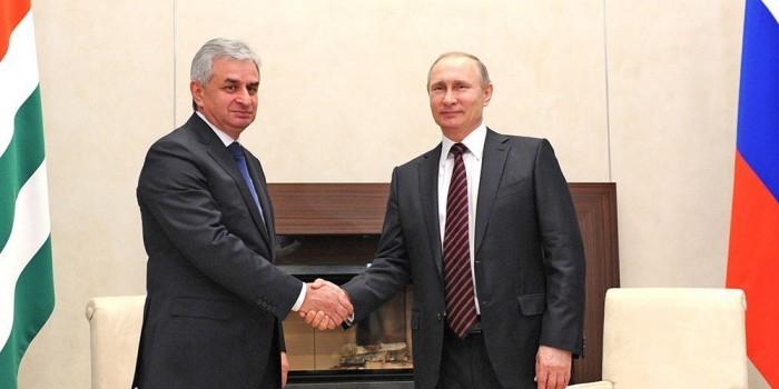 Путин прибыл в Абхазию в годовщину войны с Грузией