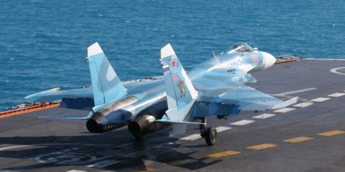 """СМИ сообщили о крушении Су-33 при попытке посадки на авианосец """"Адмирал Кузнецов"""""""