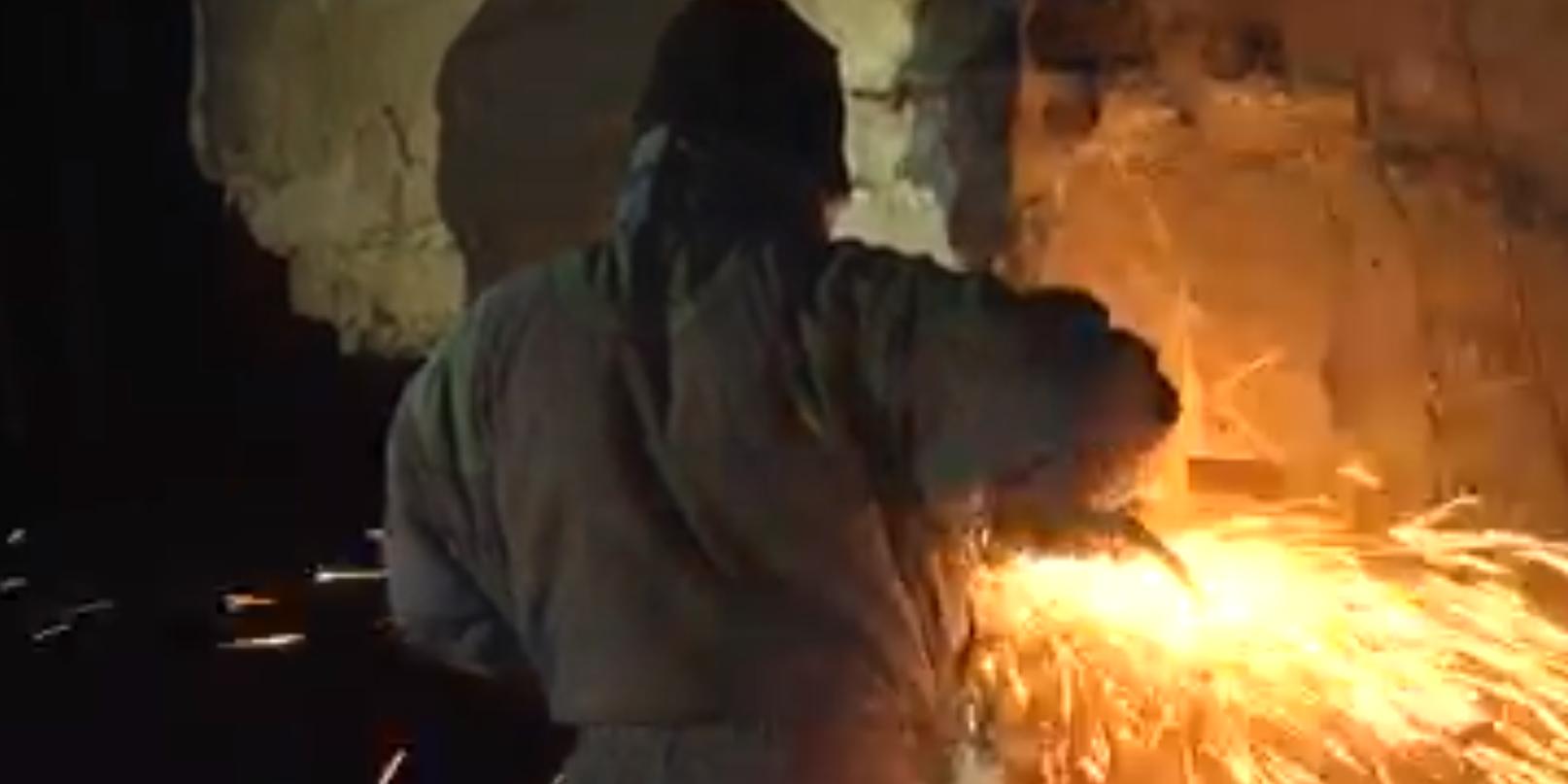 Во Львове рабочие с декабря не могут снести стелу Монумента славы