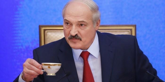 """Лукашенко рассказал, как Москва компенсирует Минску """"приличную цену"""" на газ"""