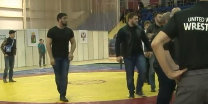 В Госдуме пообещали наказать участников драки на турнире по вольной борьбе