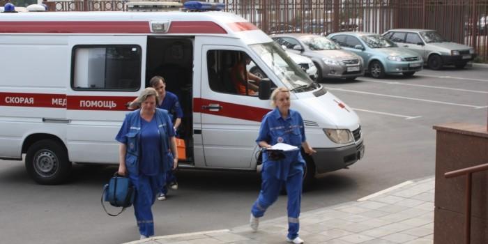 В Москве пациент бросался во врачей мебелью и травмировал фельдшера