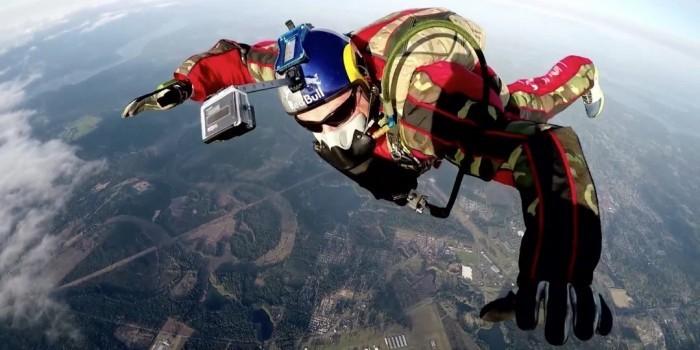 Экстремал прыгнет без парашюта и страховки с высоты 7.5 километров